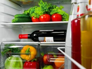 Перенавешиваемая дверь в холодильниках Lex – преимущества